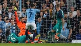 """17 апреля. Манчестер. """"Манчестер Сити"""" - """"Тоттенхэм"""" - 4:3. 90+3-я минута. Рахим Стерлинг забивает пятый мяч в ворота """"шпор"""", однако гол не будет засчитан."""