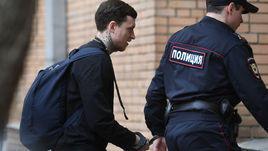 18 апреля. Москва. Павел Мамаев доставлен на очередное заседание в Пресненский районный суд.