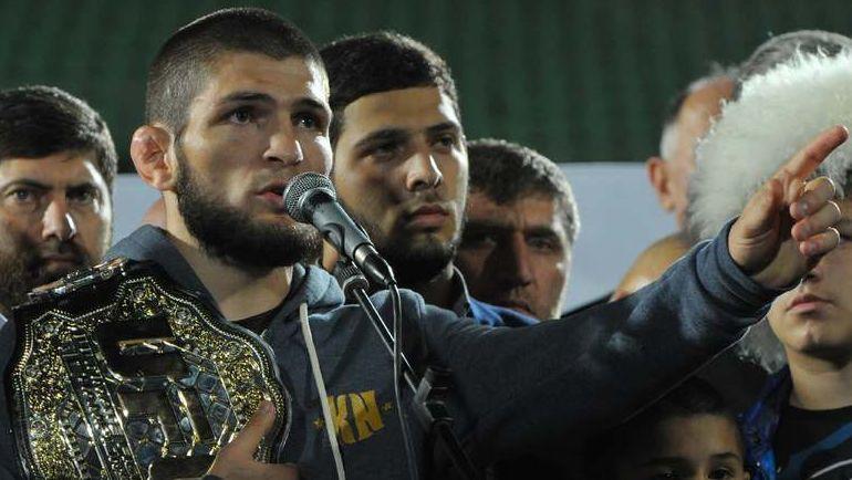 Хабиб Нурмагомедов сразу после победы над Конором Макгрегором в октябре 2018 года повез пояс в родной Дагестан. Фото Reuters