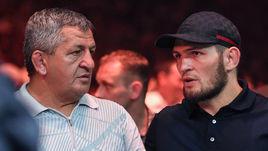 Хабиб Нурмагомедов (справа) с отцом Абдулманапом.