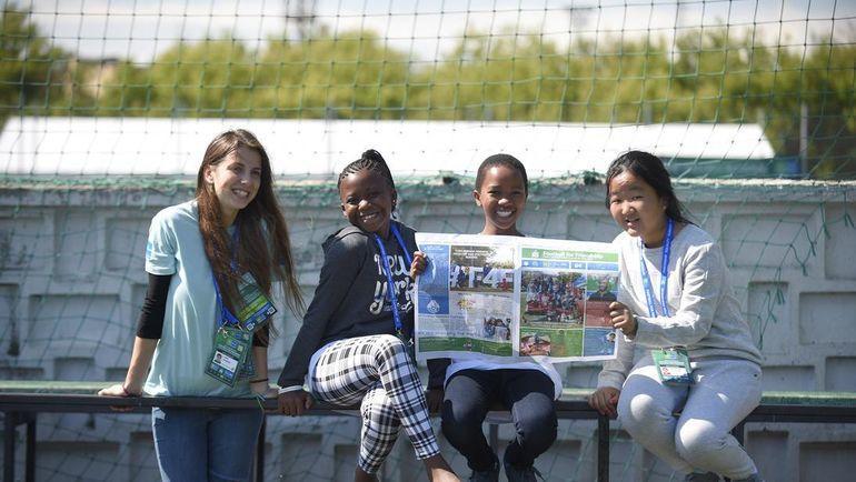 Юные журналисты программы попробуют свои силы в Международном детском пресс-центре.