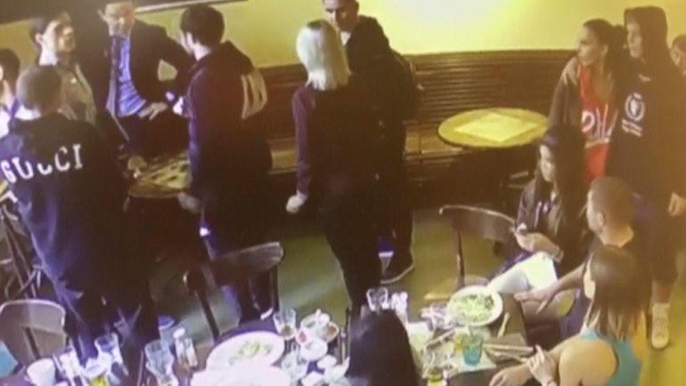 8 октября 2018 года. Момент конфликта после удара Александра Кокорина стулом по Денису Паку на записи камеры наблюдения. Фото REUTERS