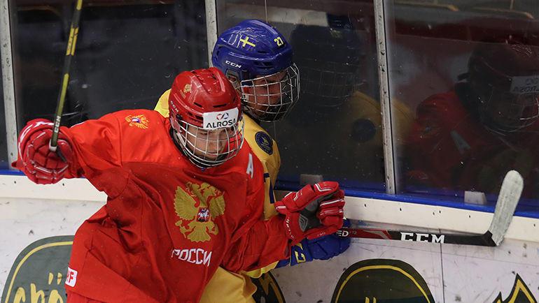 23 апреля. Швеция. Эрншельдсвик. Россия U-18 – Швеция U-18 – 0:3. Борьба у борта: все вхолостую. Фото ФХР