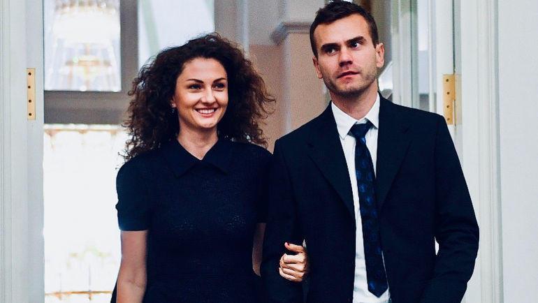Акинфеев с супругой стали героями клипа группы «Руки Вверх»