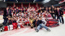 """Игроки """"Локо"""" после победы в финале Кубка Харламова."""