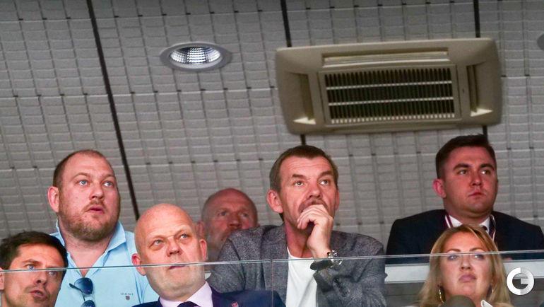 25 апреля. Рига. Латвия - Россия. Олег Знарок наблюдает за матчем.