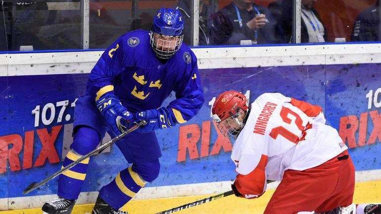 28 апреля. Эрншельдсвик. Швеция - Россия - 4:3 ОТ. Тахир Мингачев (справа) против Альберта Лукасена. Фото Reuters
