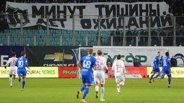 """Фанаты """"Динамо"""" этой весной протестовали против задержки с открытием нового стадиона из-за проблем с полем. Тем временем бело-голубые снова сменили собственника."""