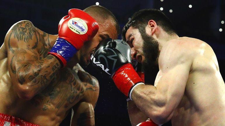 Радивое Калайджич (слева) проиграл Артуру Бетербиеву. Фото boxingnews24