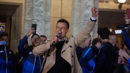 """4 мая. Санкт-Петербург. Празднование чемпионства """"Зенита"""" в аэропорту. Сергей Семак."""