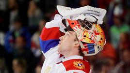 5 мая. Брно. Чехия - Россия - 1:4. Андрей Василевский во время игровой паузы.