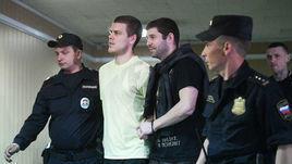 6 мая. Москва. Александр Кокорин (второй слева), Александр Протасовицкий (в центре) и Павел Мамаев (справа).