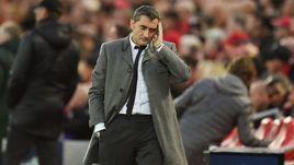"""7 мая. Ливерпуль. """"Ливерпуль"""" - """"Барселона"""" - 4:0. Эрнесто Вальверде. Наставник испанцев задумался после пропущенного гола команды."""