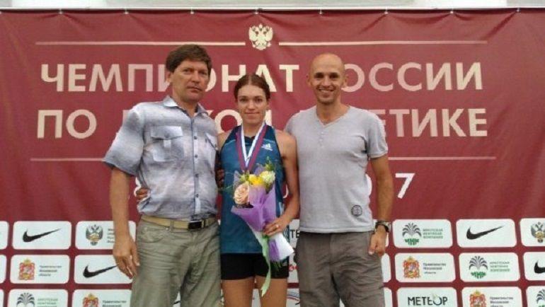 Ксения Савина (в центре).