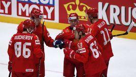 10 мая. Братислава. Россия – Норвегия – 5:2. Россияне празднуют шайбу Никиты Кучерова (№ 86).