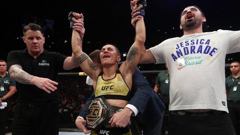 Джессика Андраде после победы над Роуз Намаюнас. Фото UFC