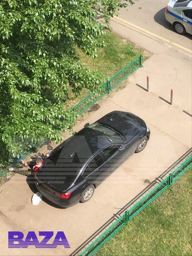 Полицейские обнаружили пьяного Александра Емельяненко на детской площадке. Фотофакт. Фото Baza