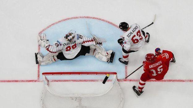 12 мая. Братислава. Россия - Австрия - 5:0. Одна из пяти шайб в воротах австрийцев. Фото Reuters