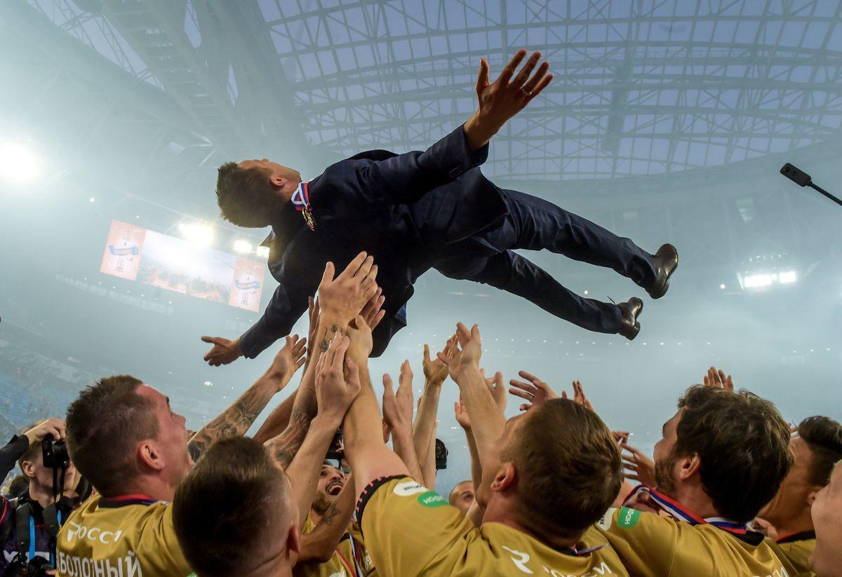 """Зенит"" отметил чемпионство: кубок, золото и все в дыму"