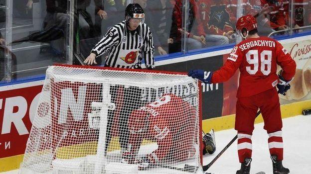 12 мая. Братислава. Россия - Австрия - 5:0. Александр Овечкин и Михаил Сергачев. Фото Reuters