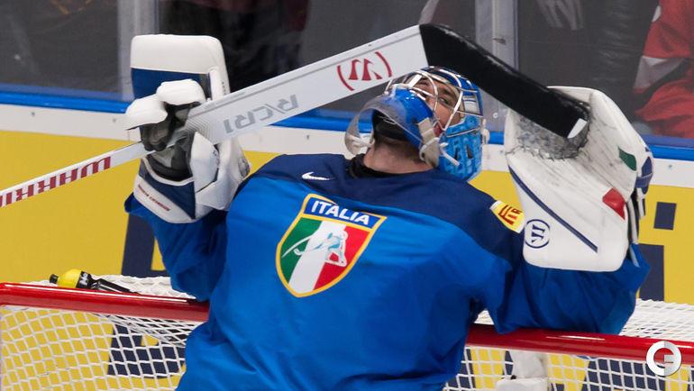 14 мая. Братислава. Италия - Латвия - 0:3. Вратарь итальянской команды Андреас Бернард.