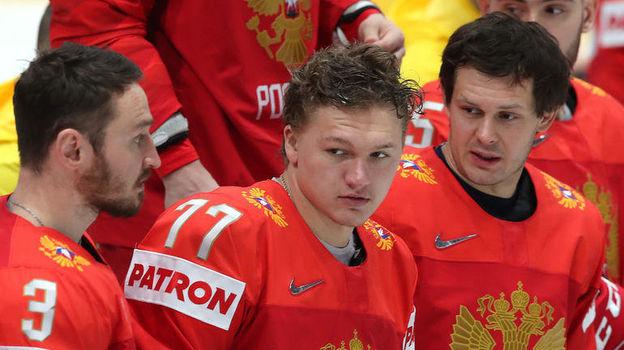 Кирилл Капризов (в центре) потерялся в компании звезд. Фото photo.khl.ru