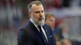 4 мая. Брно. Чехия - Швеция - 1:0. Главный тренер шведов Рикард Гренборг во время матча.