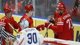 15 мая. Братислава. Россия - Италия - 10:0. Илья Ковальчук (№71) празднует заброшенную шайбу с партнерами.