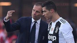 """26 декабря 2018 года. Бергамо. """"Аталанта"""" - """"Ювентус"""" - 2:2. Массимилиано Аллегри дает указания Криштиану Роналду."""