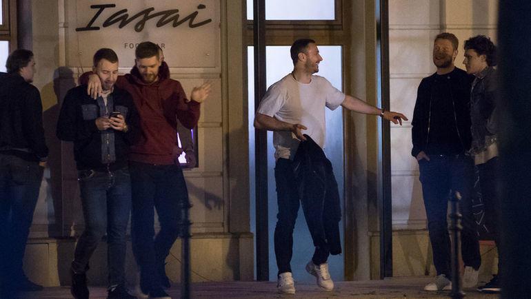 Сборная России по хоккею у ресторана в Братиславе. Фото sport24.pluska.sk