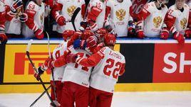 18 мая. Братислава. Латвия - Россия - 1:3. Игроки российской сборной празднуют первую заброшенную шайбу.