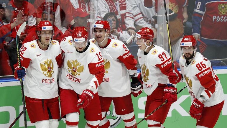19 мая. Братислава. Швейцария - Россия - 0:3. Российские хоккеисты празднуют заброшенную шайбу. Фото Reuters