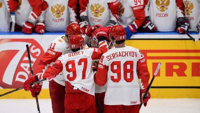 19 мая. Братислава. Швейцария - Россия - 0:3. Хоккеисты сборной России празднуют заброшенную шайбу. Фото AFP