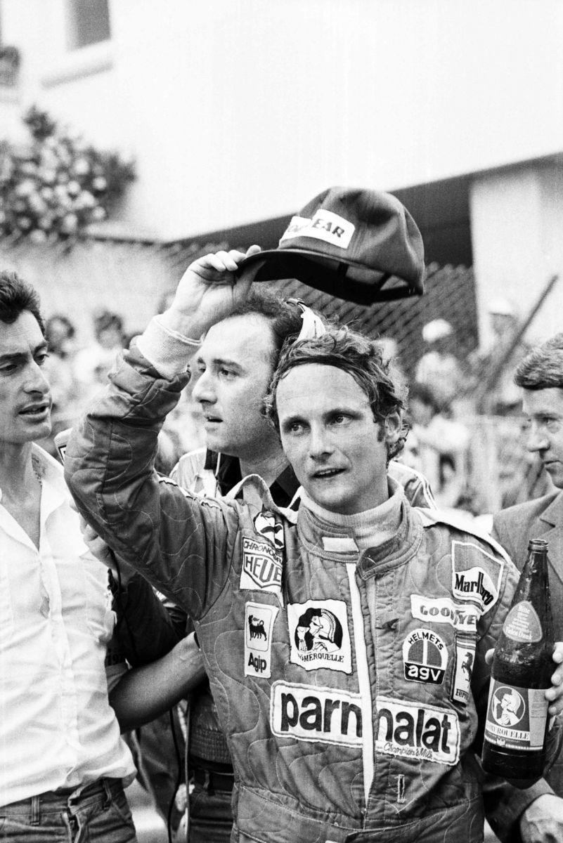 "Ушла легенда ""Формулы-1"". Лауда пережил ""аварию века"", но умер из-за гриппа"