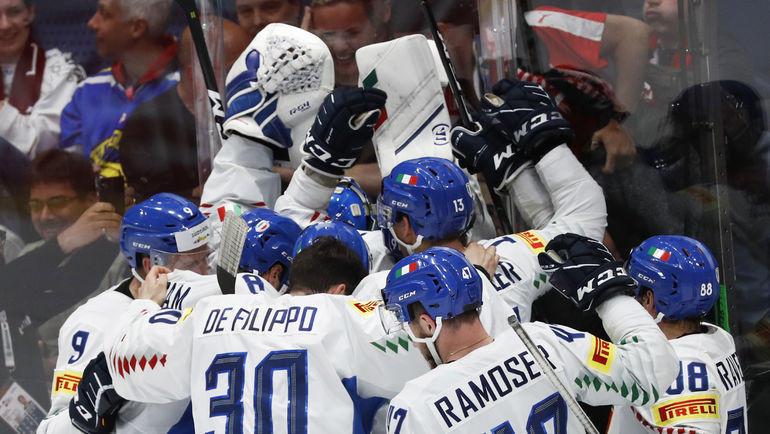 20 мая. Братислава. Австрия - Италия - 3:4 Б. Итальянцы празднуют победу, благодаря которой они остались в элитном дивизионе. Фото Reuters