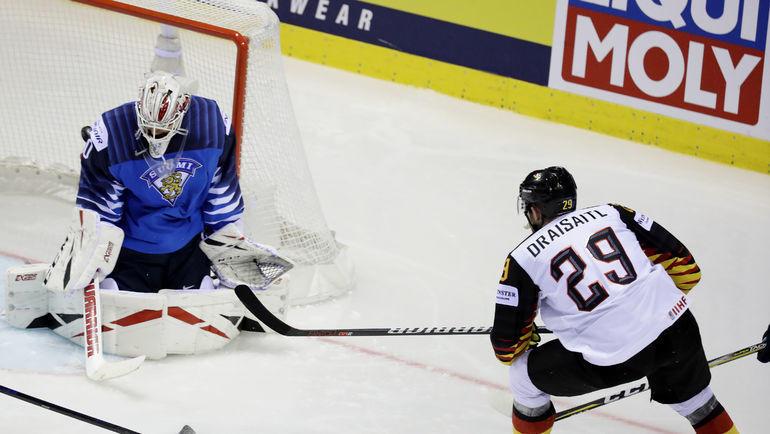 21 мая. Кошице. Финляндия – Германия – 2:4. Леон Драйзайтль атакует ворота финнов. Фото Reuters