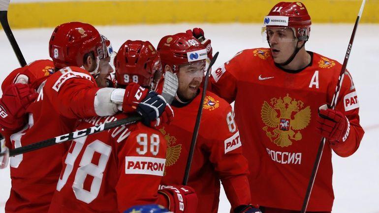 21 мая. Братислава. Швеция - Россия - 2:7. Игроки празднуют гол Александра Овечкина. Фото Reuters