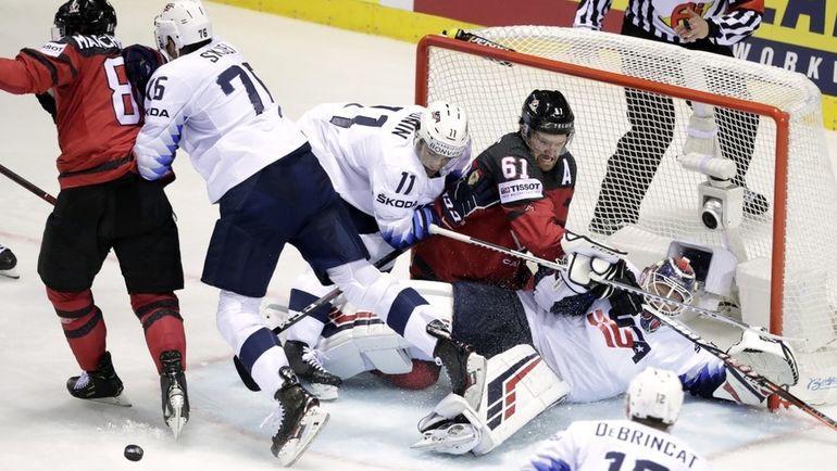 21 мая. Кошице. Канада - США - 3:0. Американцы заняли четвертое место в группе и вышли на Россию в плей-офф. Фото Reuters