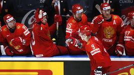 21 мая. Братислава. Швеция – Россия – 4:7. Дмитрий Орлов (№9) принимает поздравления от партнеров.
