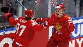 23 мая. Братислава. Россия - США - 4:3. Кирилл Капризов (справа) и Никита Гусев празднуют заброшенную шайбу.