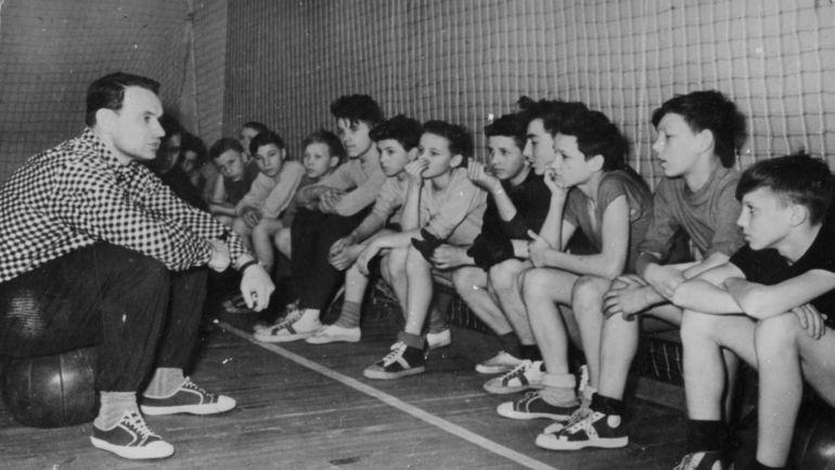 Константин Бесков - тренер ФШМ. Фото из архива семьи Константина Бескова