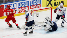 23 мая. Братислава. Россия - США - 4:3. Никита Гусев забрасывает шайбу в ворота американцев.