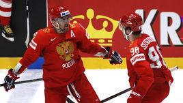 В нынешней сборной России - одни звезды. Александр Овечкин (слева) и Михаил Сергачев.