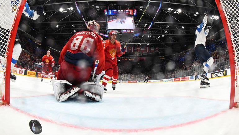 25 мая. Братислава. Россия - Финляндия - 0:1. Андрей Василевский не смог отбить этот бросок. Фото REUTERS