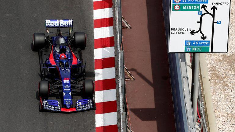 """26 мая. Монако. Даниил Квят на трассе во время """"Гран-при Монако"""". Фото REUTERS"""