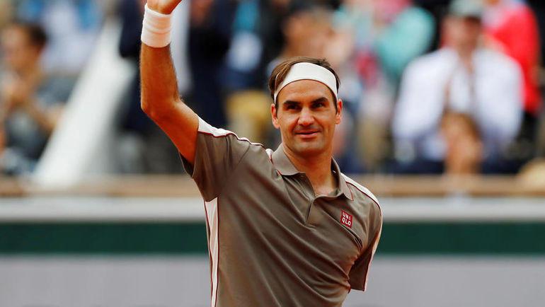 26 мая. Париж. Роджер Федерер празднует победу над Лоренцо Сонего. Фото REUTERS