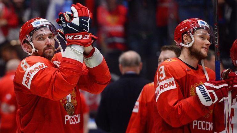 25 мая. Братислава. Россия - Чехия - 3:2 Б. Александр Овечкин (слева) и Сергей Андронов. Фото AFP