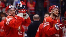 25 мая. Братислава. Россия - Чехия - 3:2 Б. Александр Овечкин (слева) и Сергей Андронов.