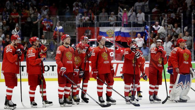 25 мая. Братислава. Россия - Финляндия - 0:1. Наши хоккеисты после финальной сирены убиты горем. Фото REUTERS