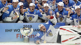 26 мая. Братислава. Канада - Финляндия - 1:3. Финские хоккеисты после церемония награждения.